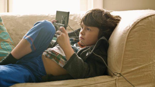 Los ciber-lobos roban la inocencia de sus hijos