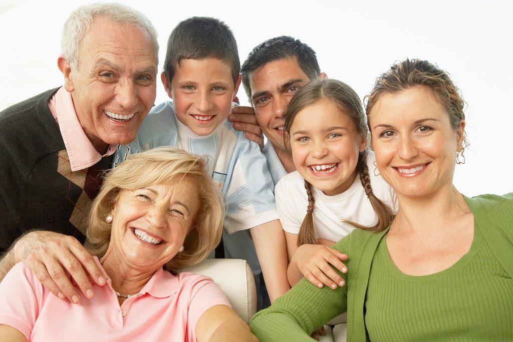 Reír es saludable… Hágalo con su familia