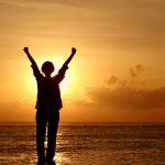 Dios nos concede la victoria en medio de la adversidad