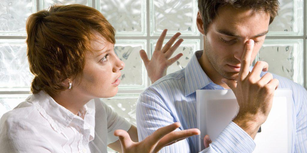 Descubra 7 consecuencias negativas de una actitud sermoneadora
