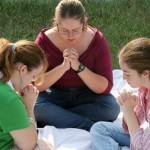Orar es una forma eficaz de enfrentar los ataques de quienes se infiltran en la siglesias