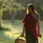 Características de una mujer que edifica su casa
