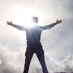 Tres distintivos de los triunfadores