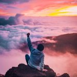 Con ayuda de Dios nos sobreponemos a las dificultades.